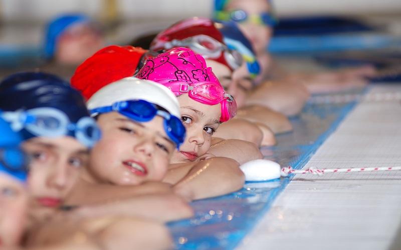 Puertas abiertas de clases colectivas de natación